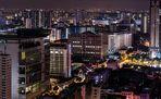 Duster bei Nacht in Singapur