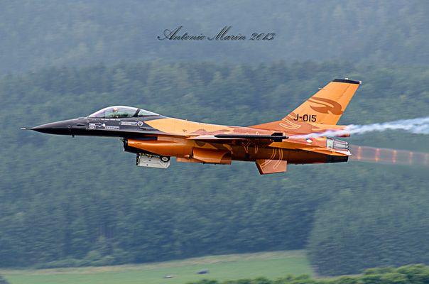 Dutch F-16 demo team