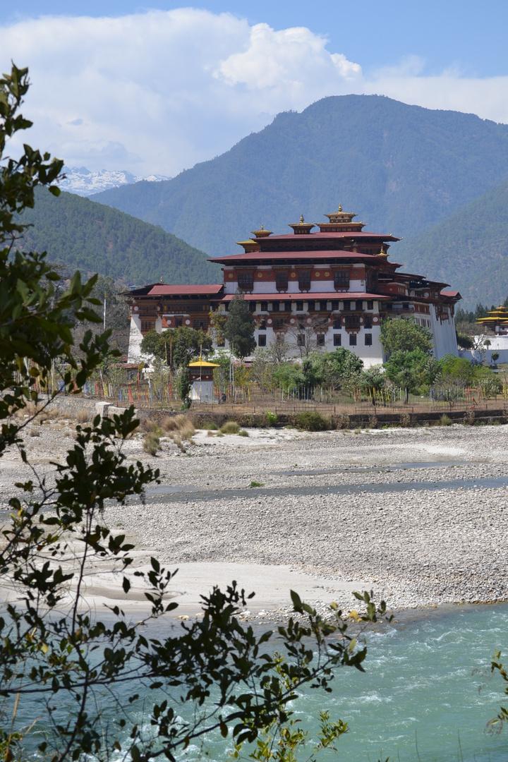 - Dzong -