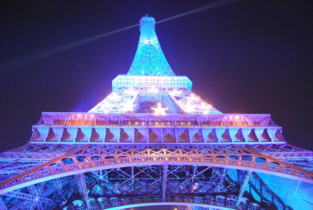 -è?!! Ahh Paris... -(-'(?;: