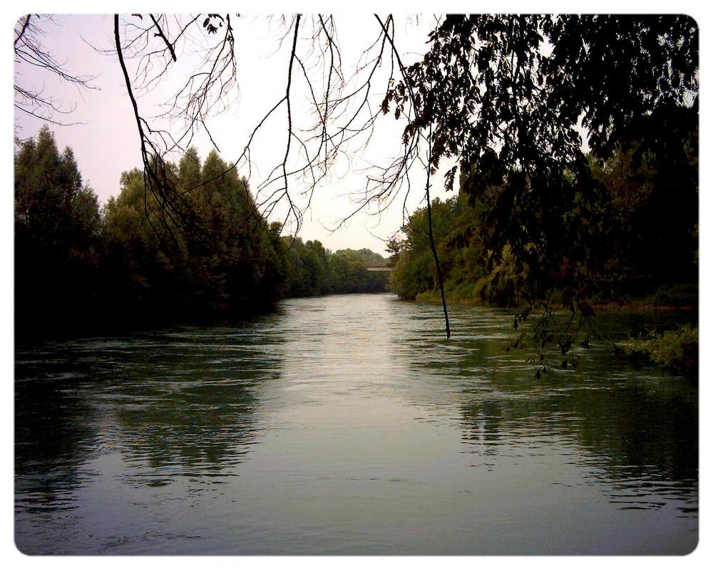 E il fiume scorre solitario