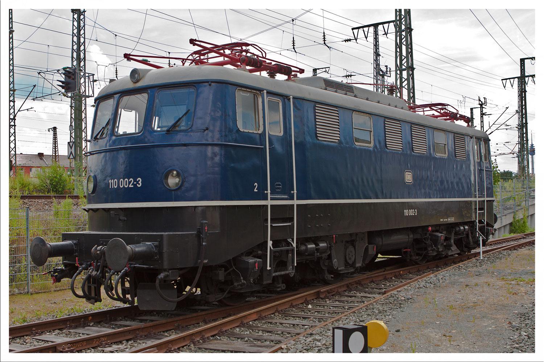 E10 002
