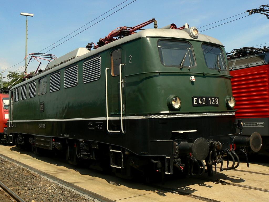 E40 128
