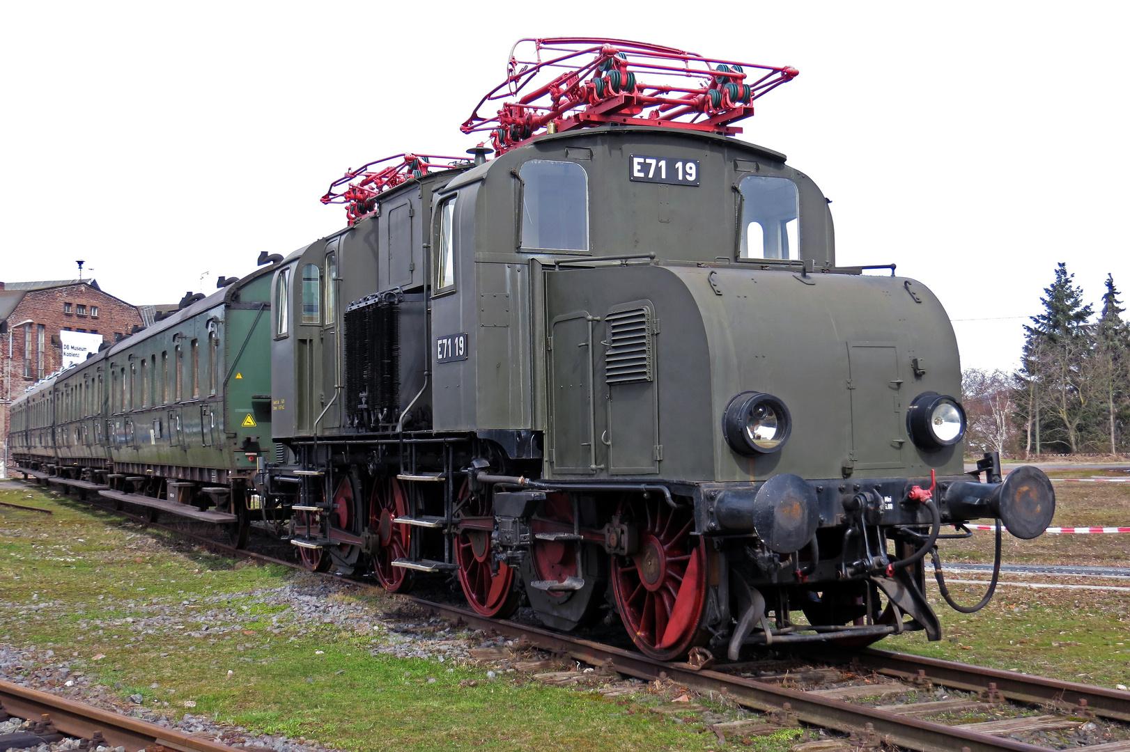 E71 mit preussischen Waggons