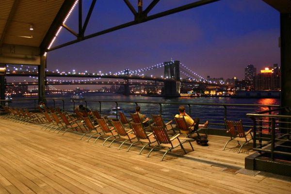 East River und Brooklyn Bridge