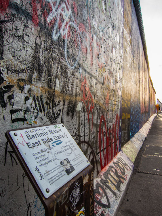 East Side Gallery: Bemalung Februar 1990 - heute