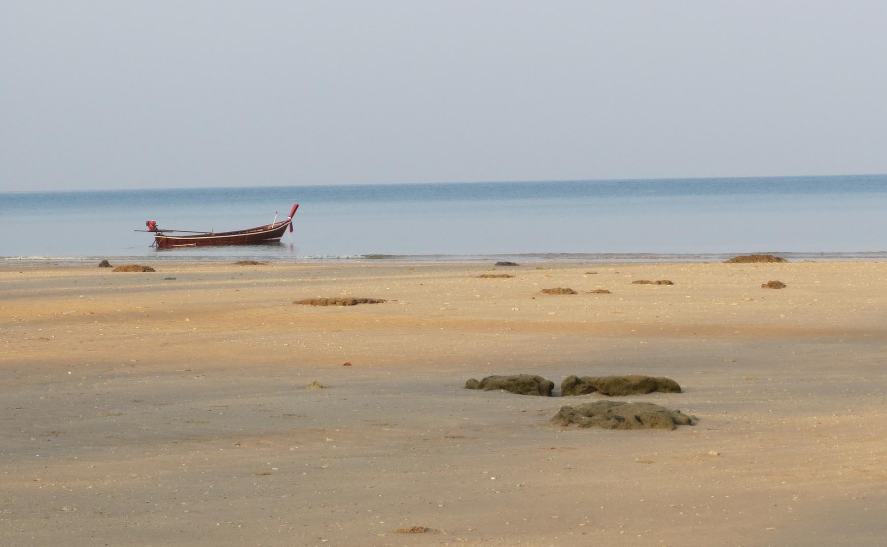 Ebbe am Strand von Koh Lanta