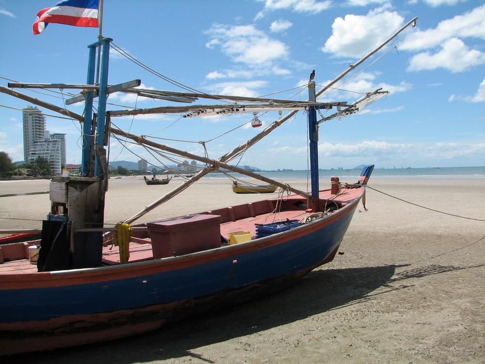 Ebbe am Strand von Thailand