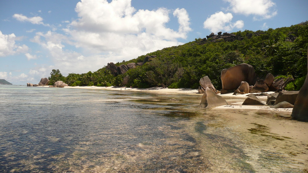 Ebbe in der Anse Source d'Argent, La Digue