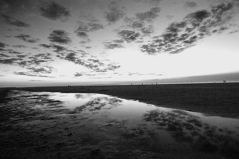 Ebbe und Wolken