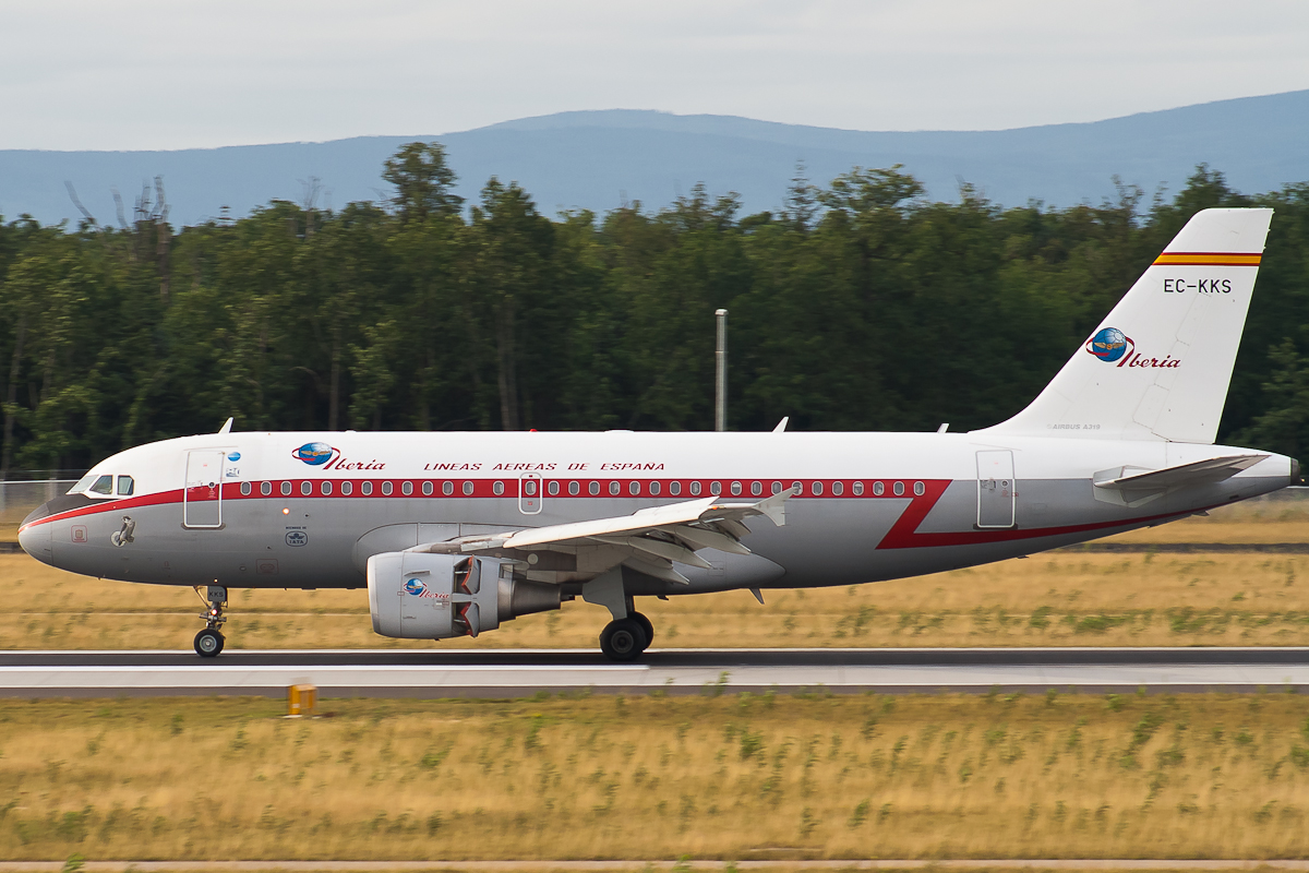EC-KKS Iberia Airbus A319-100 Retro c/s