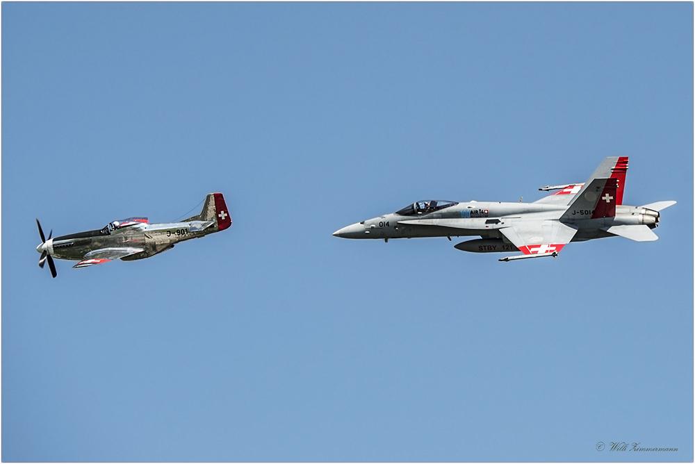 Echte Herausforderung, Parallelflug, P-51D Mustang mit McDonnell Douglas FA-18C Hornet