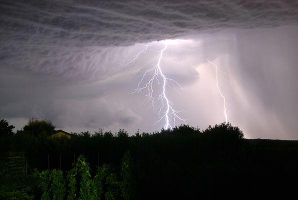 Eclair orageux en Vienne