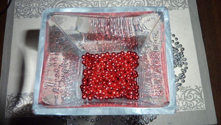 éclats de perles rouges