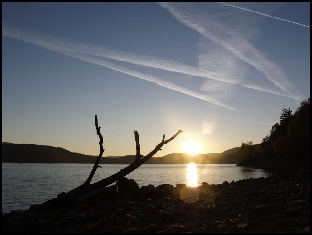 Edersee bei Sonnenuntergang.