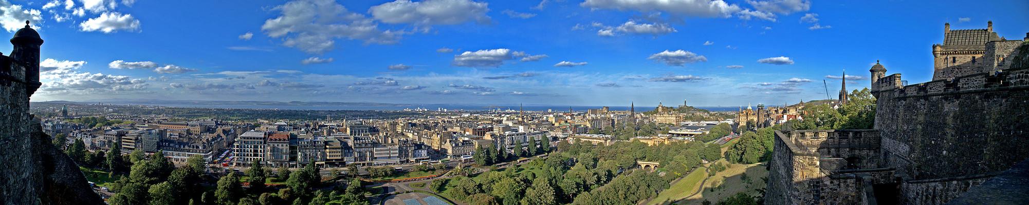 Edinburgh / Scotland, view from Edinburgh Castle to new town...