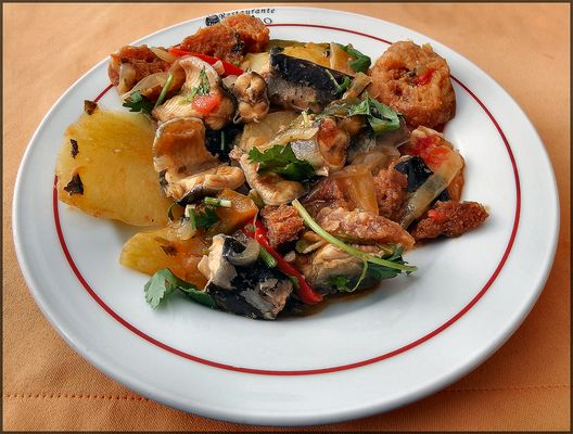 Eel stew. Matelote d`anguilles.Spezzatino di anguilla.