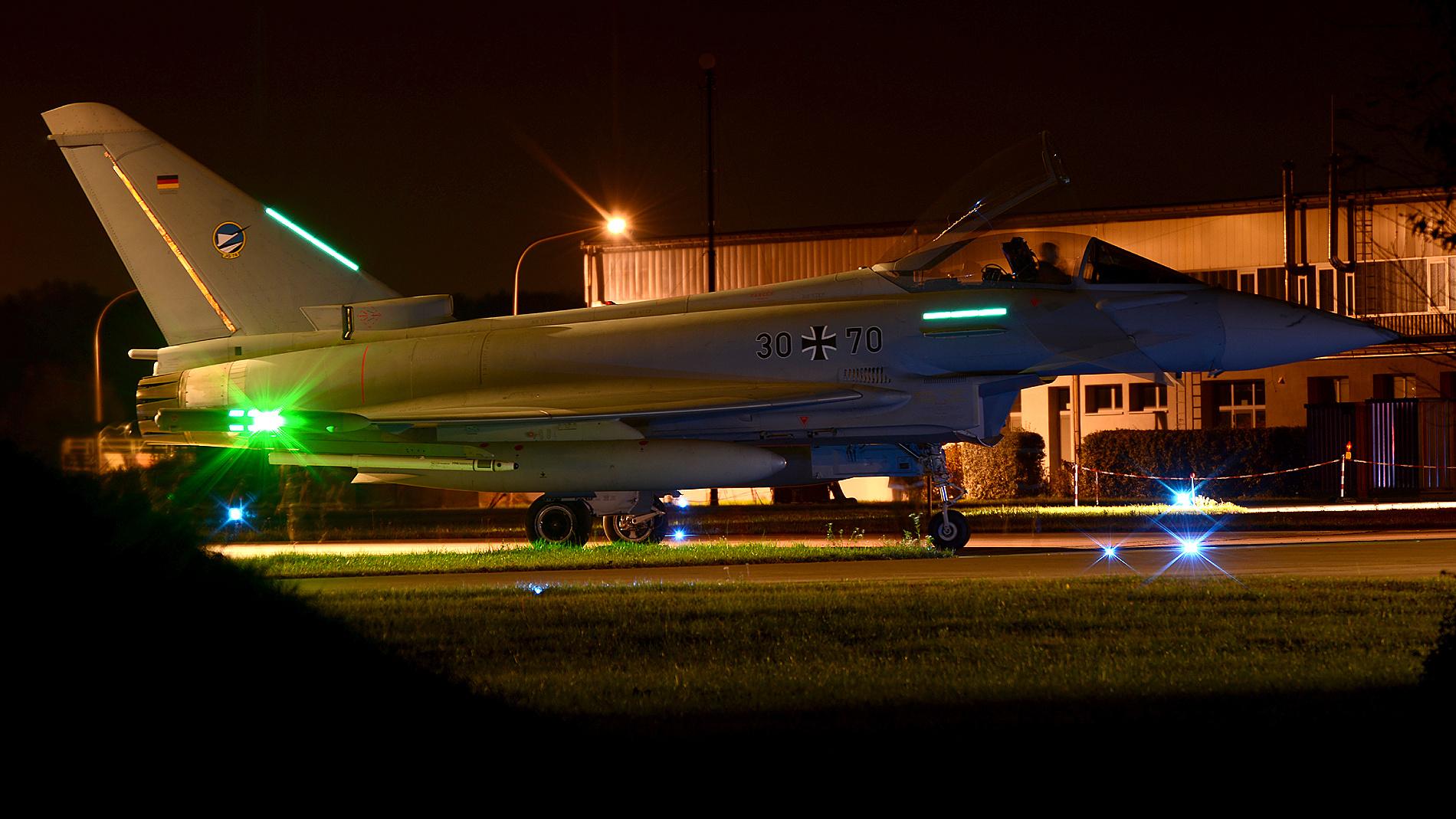 EF2000 bei Nacht 30+70