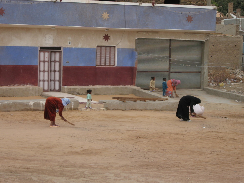 Egitto - Pulizie stradali nel villagio nubiano