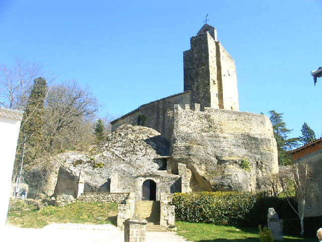 église dans la roche