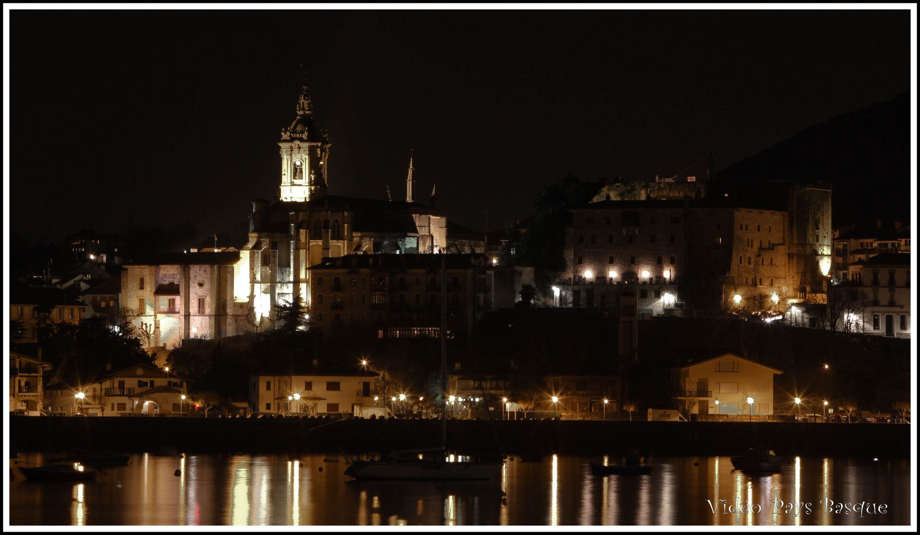 Eglise et fort de Fontarabie la nuit