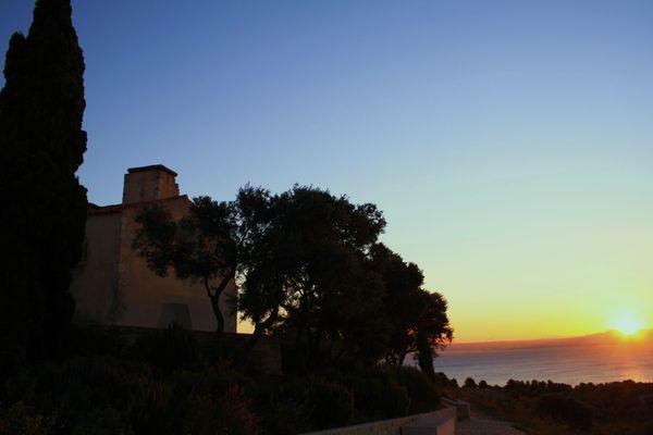 Eglise martégales a l'aube