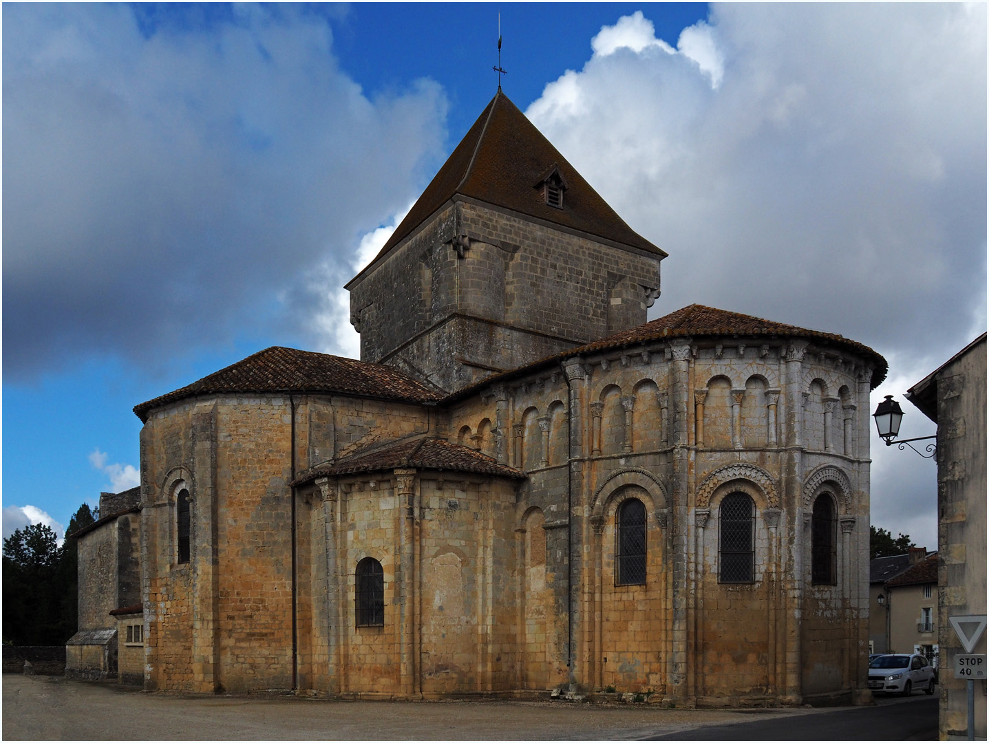 Eglise romane Saint-Maurice   --  Saint-Maurice-la-Clouère (Vienne)