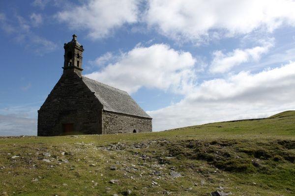 eglise sur la montagne saint michel en bretagne