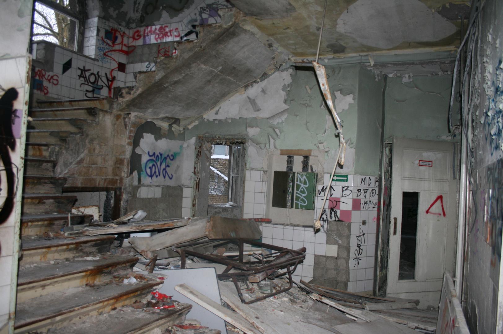 ehemaliges Säuglings-und Kinderkrankenhaus Berlin Weißensee ...jetzt Bauruine oder Denkmal ????