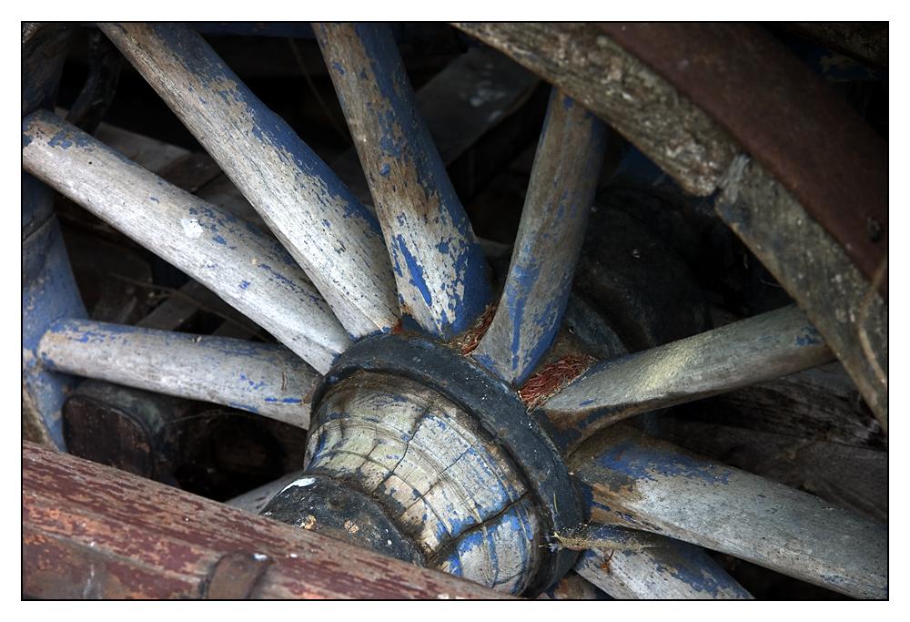 ehemals blaues Holzrad