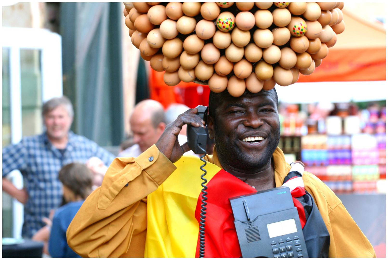 Eiermann mit Mobile phone