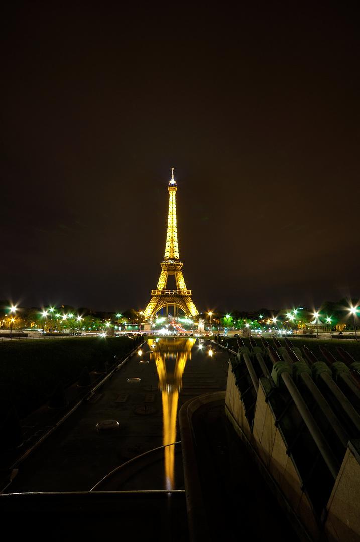 Eifel Turm by Night