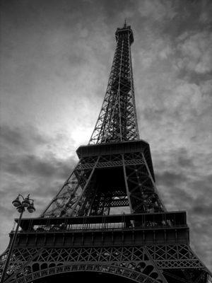 Eifelturm schwarz-weiß