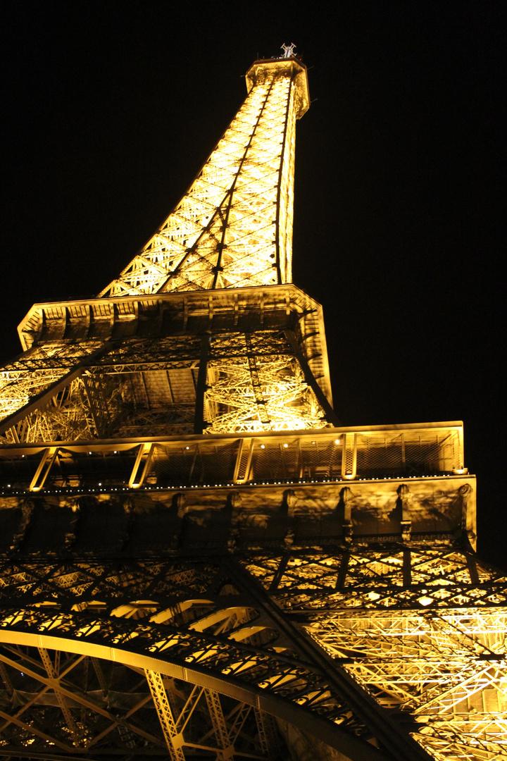 Eiffel en traje de luces!