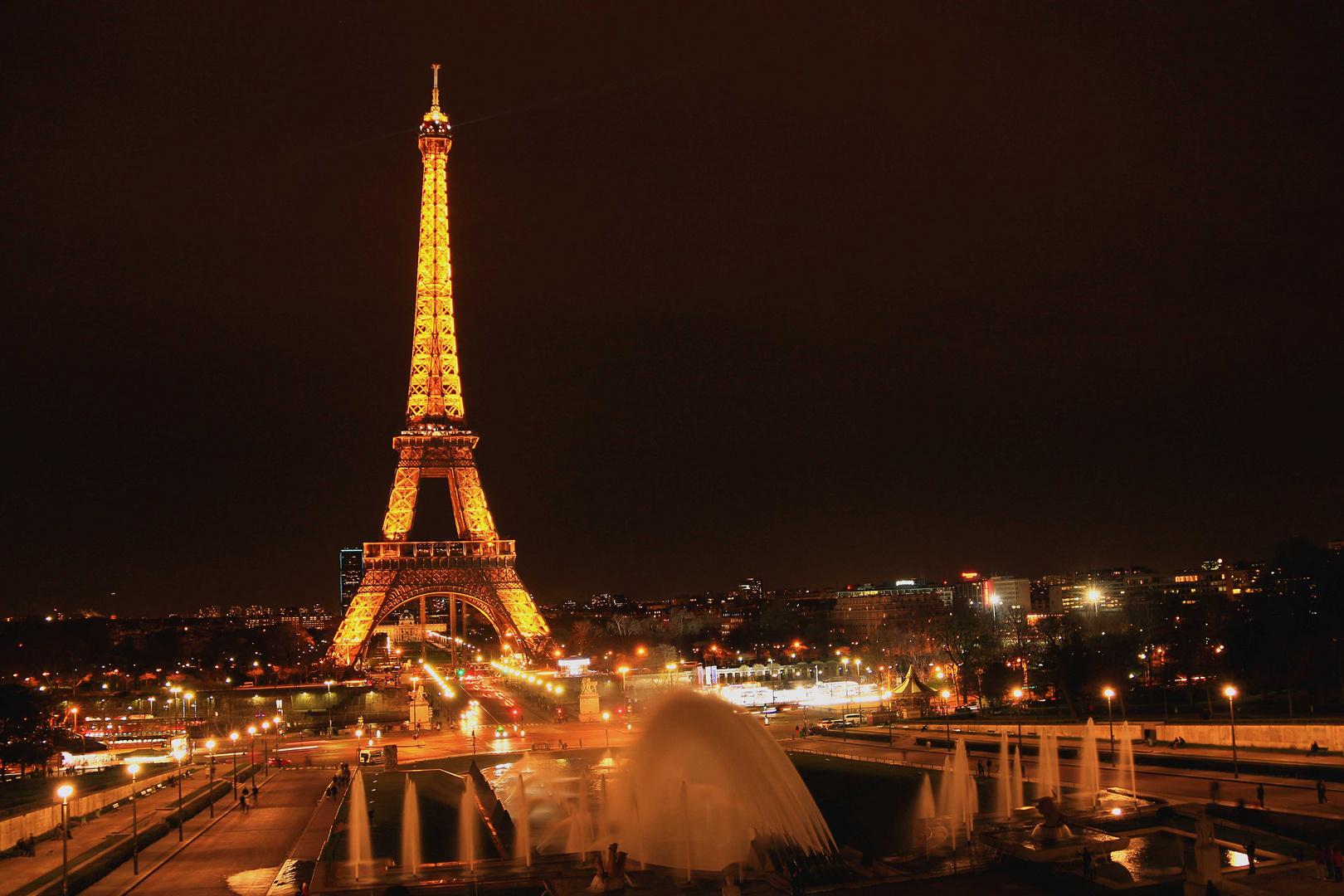 Eiffeltürmchen in der Nacht