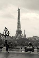Eiffelturm an einen grauen Tag