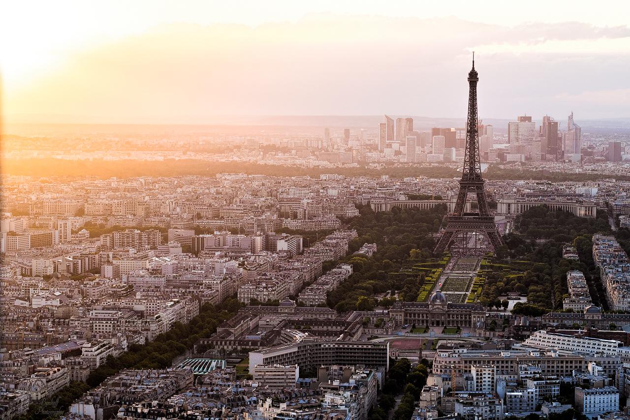 Eiffelturm bei Abenddämmerung