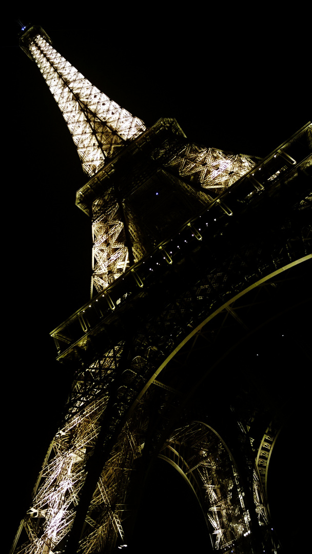 Eiffelturm bei Nacht.
