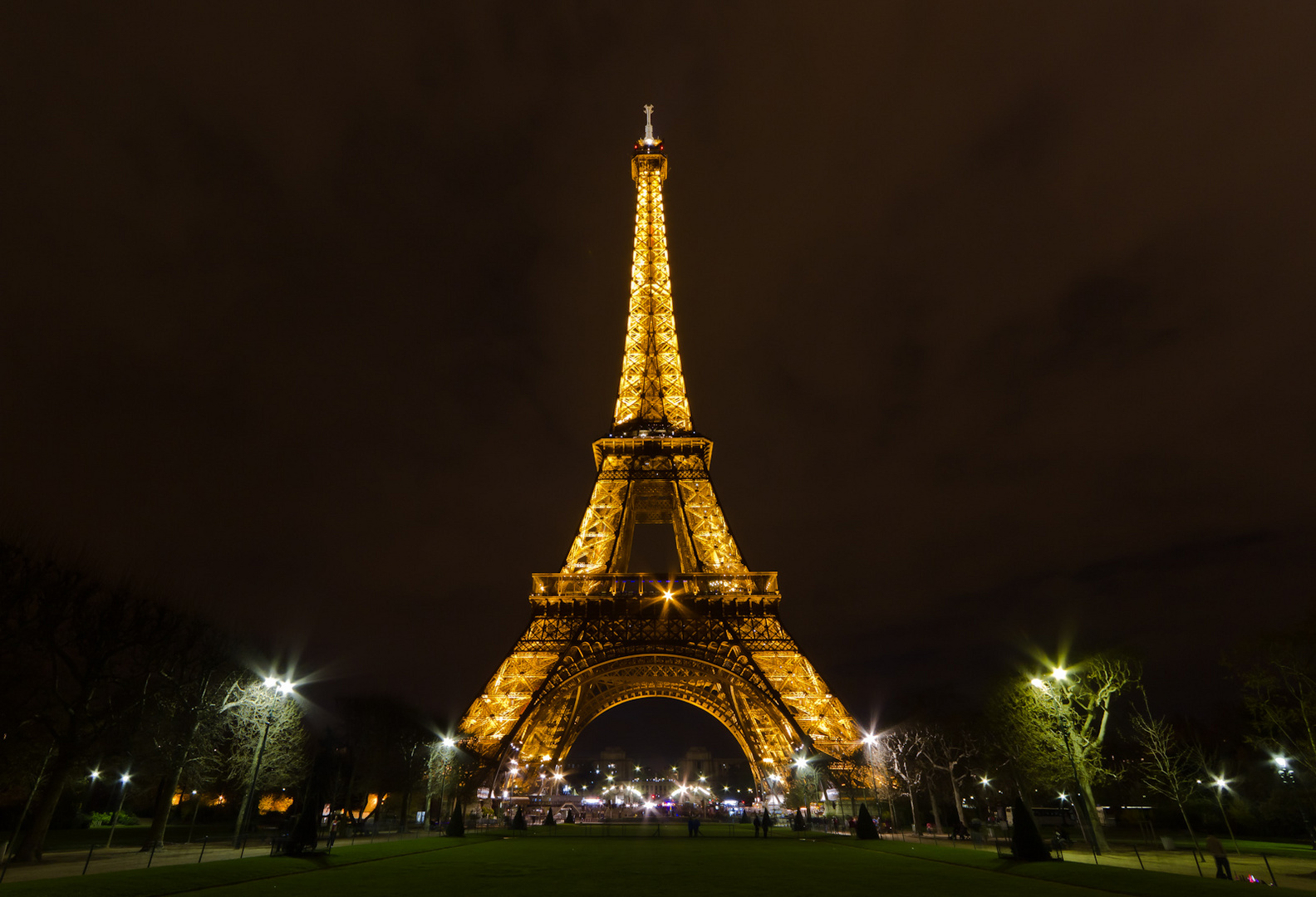 eiffelturm bei nacht v2 foto bild europe france paris bilder auf fotocommunity. Black Bedroom Furniture Sets. Home Design Ideas