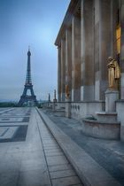 Eiffelturm im Regen am Trocadero, Paris