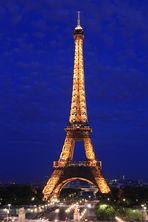 Eiffelturm zur Blauen Stunde