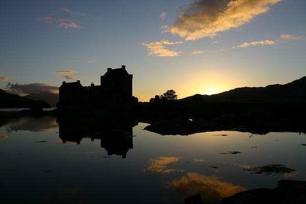 Eilean Donan Castle im Gegenlicht