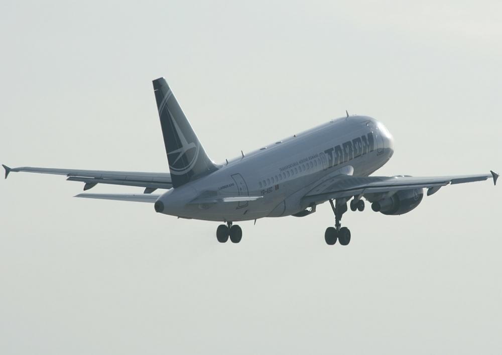 Ein Airbus A318 der Tarom aus Rumänien kurz nach dem Start