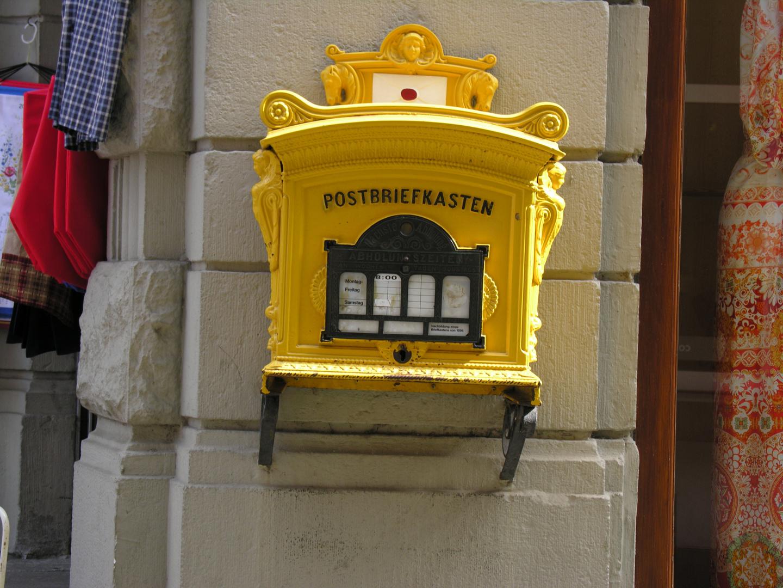 Ein alter Postkasten