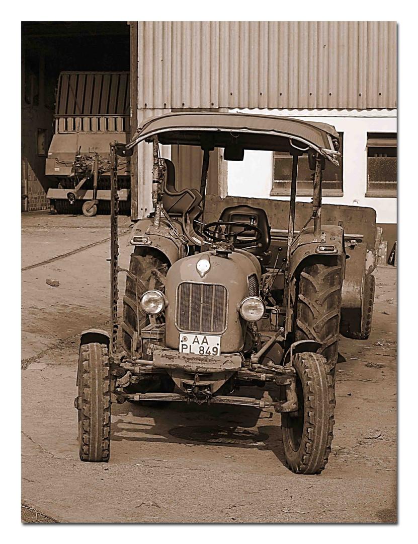 Ein alter Traktor