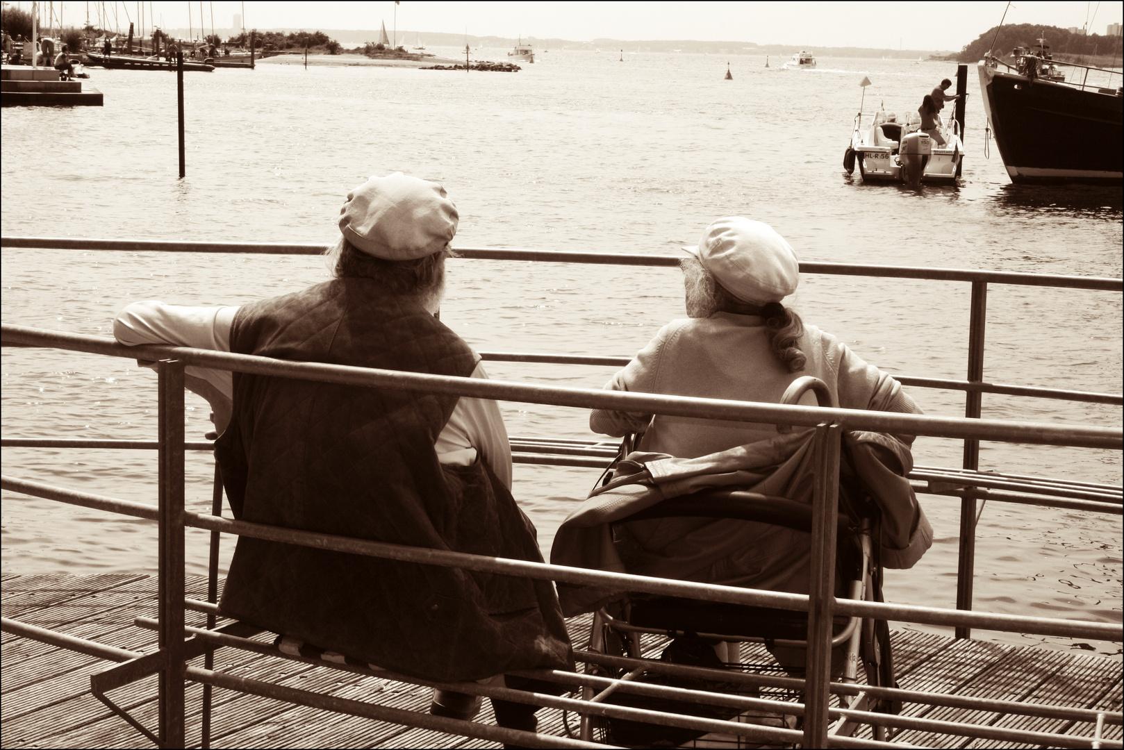 Ein altes Ehepaar am Meer