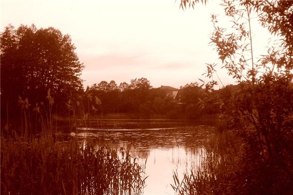 Ein altes Foto von einem See