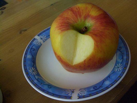 Ein Apfel mit Herz