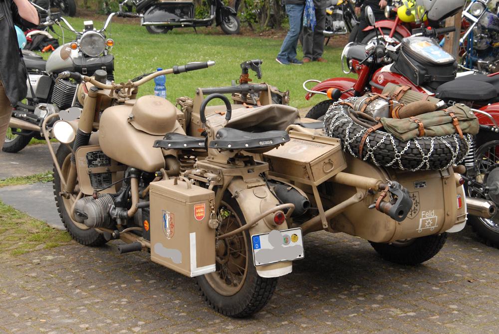 Ein besonderes Stück bei der Oldtimer Motorralley: Ein Militärmotorrad