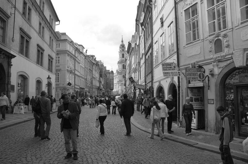 Ein Blick in die Straßen / Gassen von Prag s/w